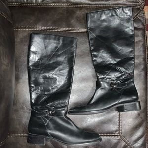 Vintage 90's Etienne Aigner leather boots. 9.5